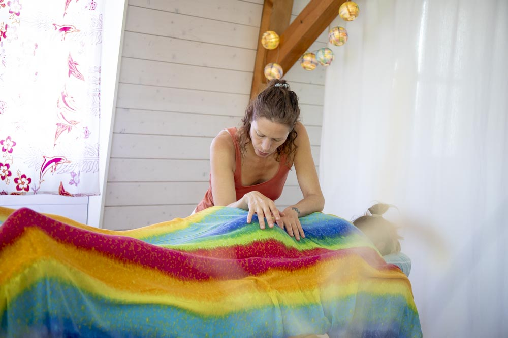 Lomi Lomi Massage Masseurin Massagepraxis Erlach Seeland Biel